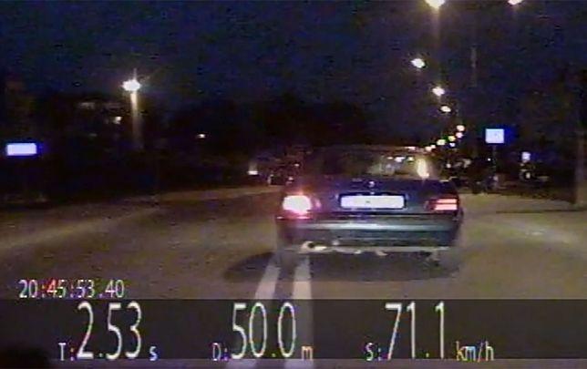 Kierowca BMW staranował radiowóz. Pościg koło Dzierżoniowa