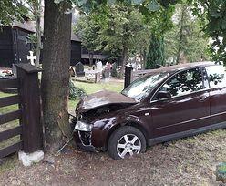 Pijacki rajd 20-latka. Audi zatrzymało się dopiero na drzewie