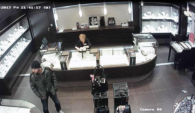 Sprawca kradzieży mógł wcześniej odwiedzać jubilera w centrum handlowym