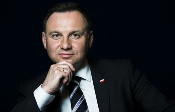 """Prezydent na premierze filmu """"Karbala"""" w jednym z warszawskich kin. """"Kupił colę i popcorn"""""""