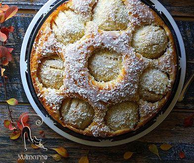 """Ciasto kokosowe z jabłkami z bloga """"Kulinarne przygody Gatity""""."""
