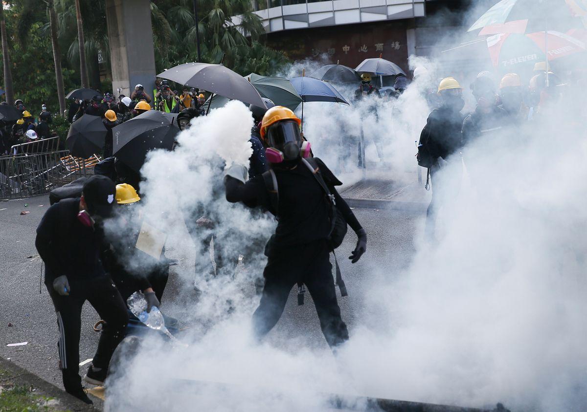 Hongkong. Brutalne starcia w mieście, policja strzela do tłumu
