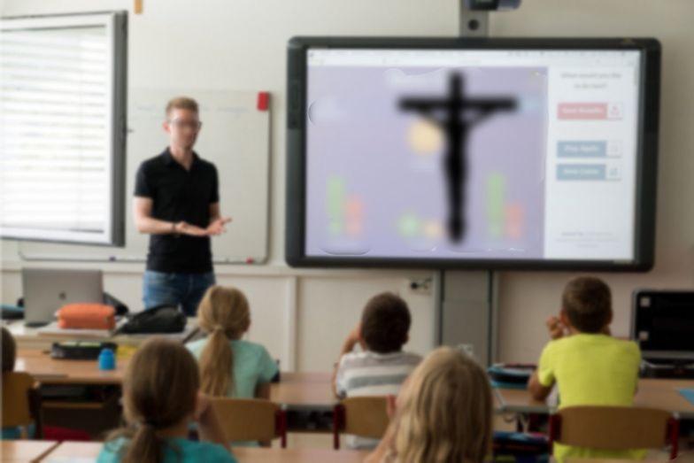 Religia w szkole obowiązkowa? Polacy nie mają wątpliwości [BADANIE]