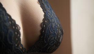 Na powiększanie piersi decydują się kobiety w różnym wieku.