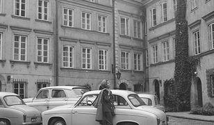 """""""Królowa poboczy"""" na warszawskich ulicach. Niesamowite zdjęcia kultowej Syrenki [GALERIA]"""