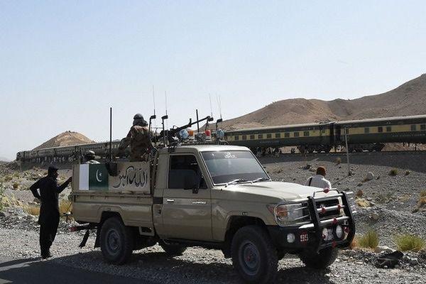 Atak na bazę wojsk rządowych w Pakistanie