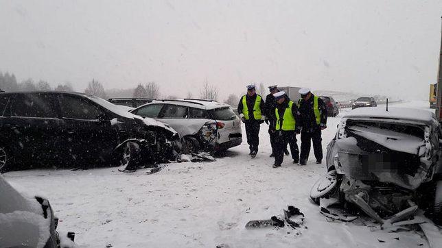Fatalna sytuacja na A1. Zderzyło się w sumie 17 aut