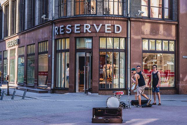 Ubrania Reserved zamawiane przez internet będzie można odebrać w paczkomatach InPostu.