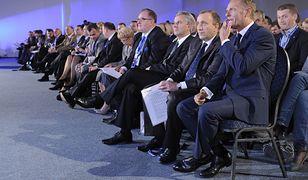 Donald Tusk i Jacek Saryusz-Wolski podczas konwencji krajowej PO