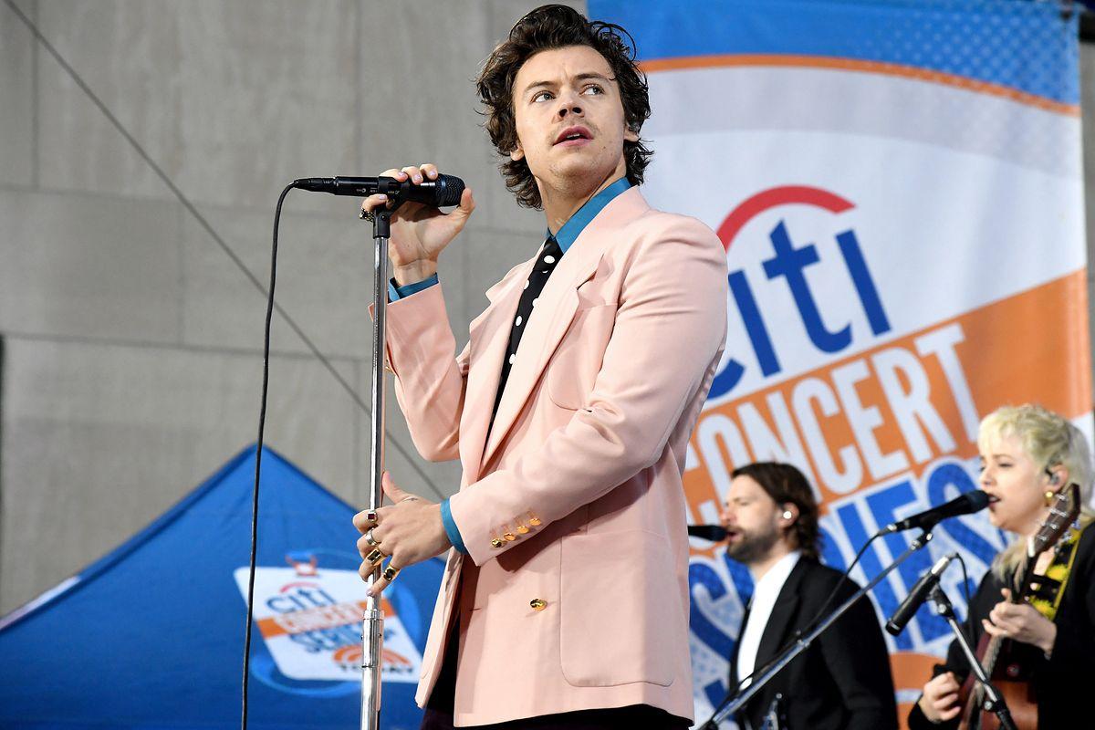 """Harry Styles """"Watermelon Sugar"""": teledysk dedykowany... dotykaniu"""