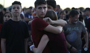 Nastolatek przeżył strzelaninę w szkole na Florydzie. Rok wcześniej to samo spotkało jego mamę