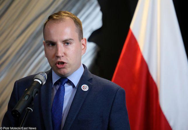 Wiceminister cyfryzacji Adam Andruszkiewicz nie zamierza odpuszczać aktorce Krystynie Jandzie.