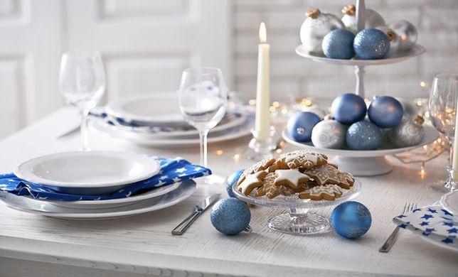 Świąteczny stół warto udekorować świecami