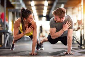 Ćwiczenia na ramiona - trening na biceps, ciężarki, zestaw ćwiczeń dla początkujących