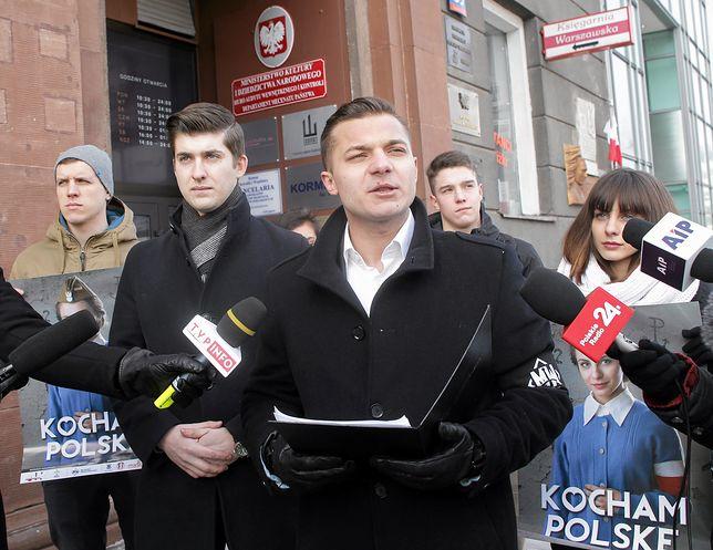 Mateusz Pławski, rzeczni Młodzieży Wszechpolskiej, zaszokował opiniami na temat ras i osób czarnoskórych.