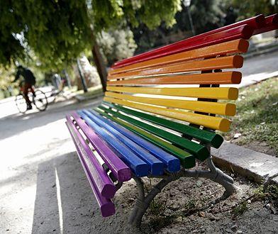 Pomysł ustawienia w Kielcach tęczowych ławek wzbudził duże kontrowersje