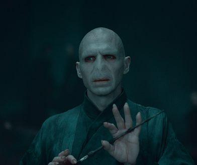 "Ralph Fiennes jak Lord Voldemort w filmie ""Harry Potter i Insygnia Śmierci część II"""