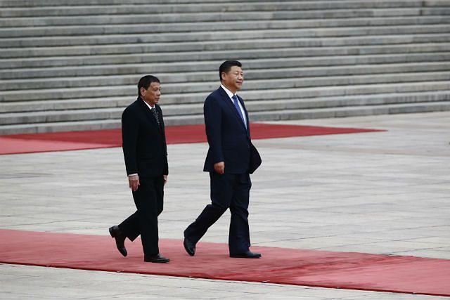 Xi Jinping wita Rodrigo Duterte w Chinach