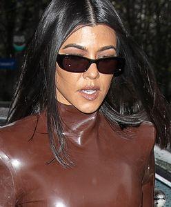 Kourtney Kardashian wykonuje te ćwiczenia na mięśnie brzucha. Efekty są spektakularne