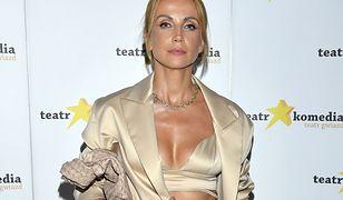 Katarzyna Zielińska na premierze spektaklu. Cała na złoto