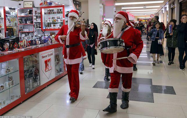 Niektóre galerie handlowe organizują spotkania z Mikołajem