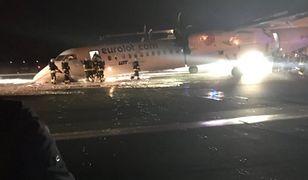 Przednie podwozie samolotu nie wysunęło się w czasie lądowania.