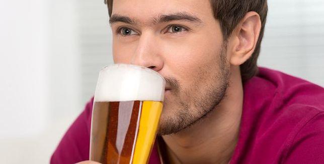 Lubisz piwo? Uważaj na komary!