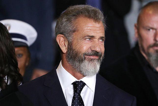 Mel Gibson chodzi po górach w Irlandii