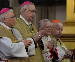 """Polscy biskupi wezwani do Watykanu. Gądecki zabrał głos na temat """"plotek"""""""