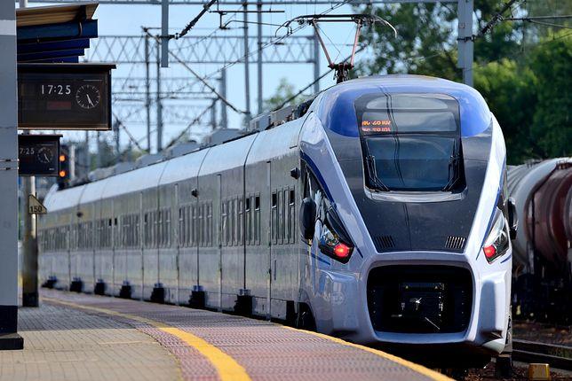 Z roku na rok coraz więcej Polaków korzysta z usług przewoźników kolejowych. Przekonują ich nowe pociągi i szybszy niż kilka lat temu czas przejazdu.