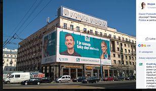 """Spór o reklamę w centrum stolicy. """"Czy nielegalna reklama z Dawidem Podsiadło jest nielegalna""""?"""