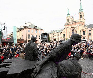Każdego roku miasto organizuje uroczystości, koncerty i wydarzenia związane z Powstaniem Warszawskim