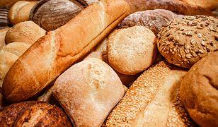 Niska temperatura zapobiega występowaniu pleśni, jednak spowoduje, że chleb szybciej stanie się czerstwy.