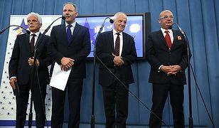 Od lewej posłowie: Stanisław Huskowski, Jacek Protasiewcz, Stefan Niesiołowski i Michał Kamiński