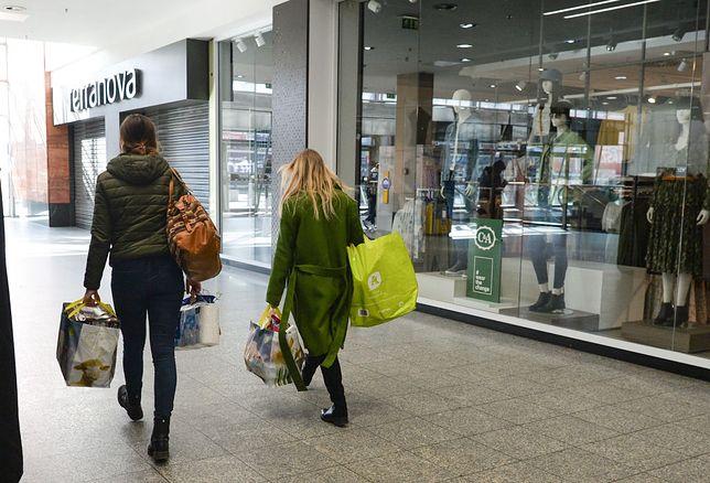 Średnio parki handlowe i galerie handlowo-usługowe odwiedziło w zeszłym tygodniu około 3 mln polaków każdego dnia.