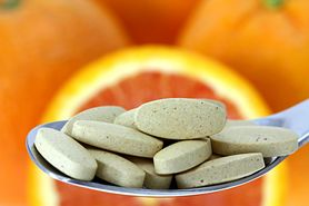 Witamina C. Cudowny lek na wszystko czy placebo?
