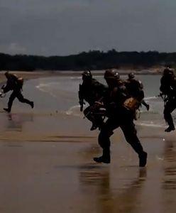 Manewry armii Chin. Żołnierze wylądowali niedaleko Tajwanu [WIDEO]