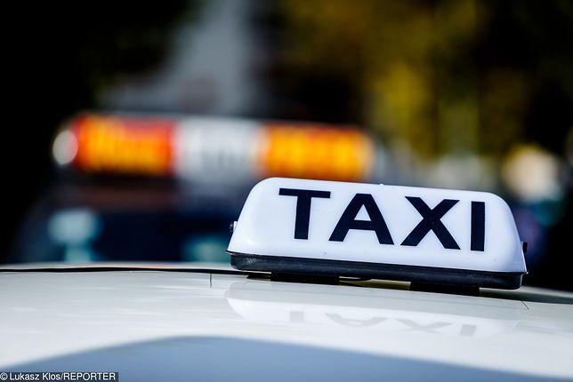 Pijany taksówkarz wiózł dwóch pasażerów. Doszło do wypadku