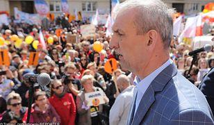 - Takiego zamieszania, jakie jest teraz w szkołach, nigdy nie było - mówi Sławomir Broniarz, szef ZNP.