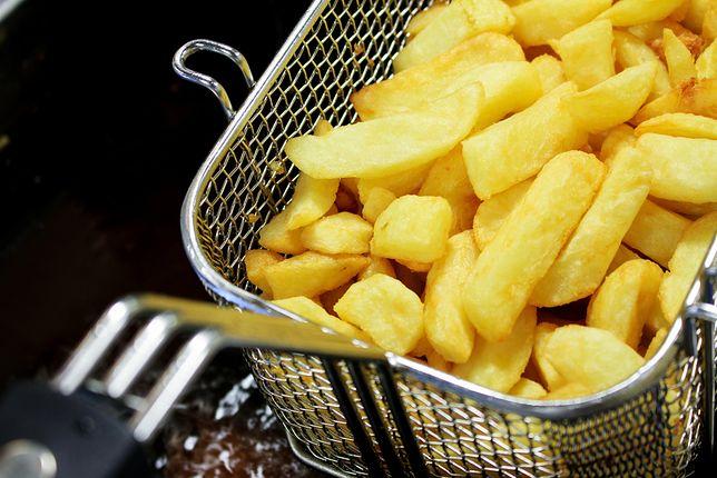 Złociste słupki ziemniaków powinny być chrupiące na zewnątrz i miękkie w środku