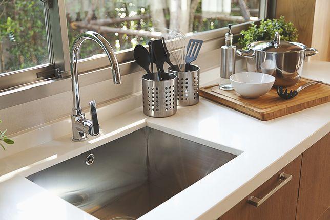 W dużym zlewozmywaku zmieścimy wiele naczyń do pozmywania