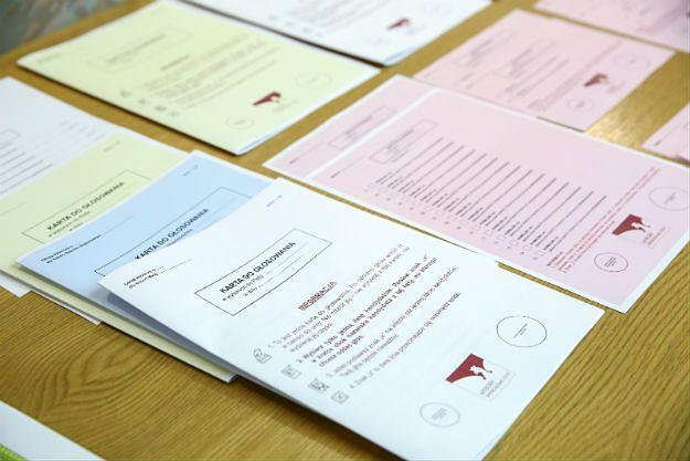 PKW: w wyborach samorządowych karta do głosowania w formie książeczki