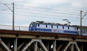 Piekielna podróż na Hel pociągiem. 13 godzin jazdy w ścisku. O kuszetce można pomarzyć
