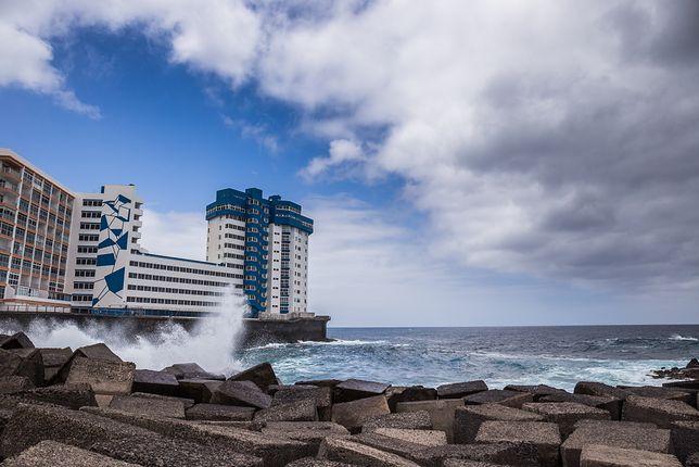 Turyści nagrali moment, gdy fale sięgnęły trzeciego piętra hotelu. Żywioł zmiótł balkony