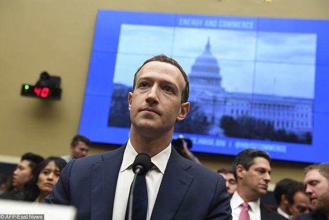 Mark Zuckerberg podczas senackiego przesłuchania w sprawie wycieku danych i Cambridge Analytica