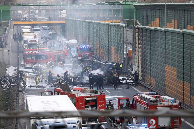 Warszawa. Ogień szalał na S8. Gigantyczny pożar ciężarówki! [WIDEO]