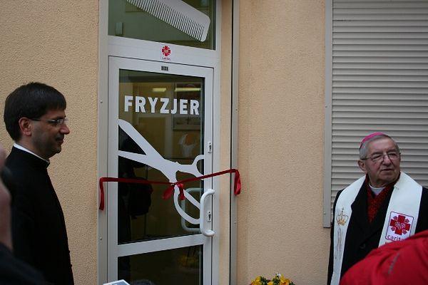 Zainspirowali się pomysłem Franciszka. Sopoccy fryzjerzy strzygą potrzebujących za darmo