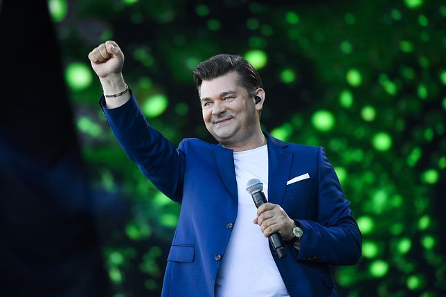 Zenon Martyniuk z dumą przygląda się postępom wnuczki