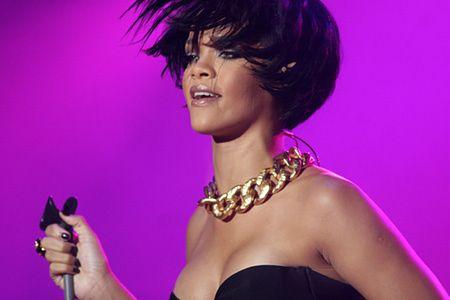 Gwiazda r'n'b Rihanna występuje podczas drugiej edycji Coke Live Music Festival w Krakowie