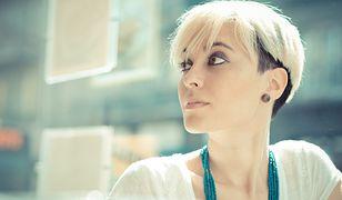 Krótkie włosy mogą wyróżniać się ciekawym cięciem i wymodelowaniem.